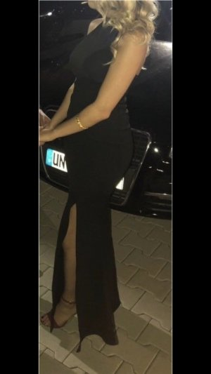 Abendkleid mit Schlitz