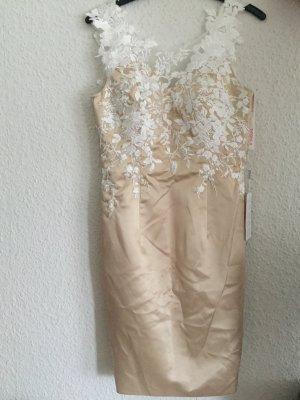 Abendkleid mit weißem Bolero