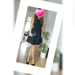 Guess Vestido negro