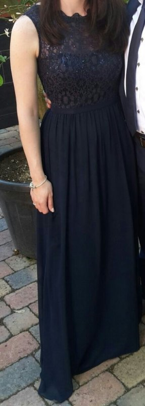 Abendkleid von unique in azur blau