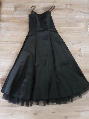 Abendkleid von Vera Mont, schlicht aber extrem elegant