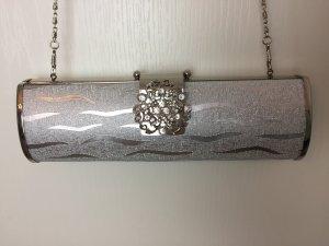 Abendtasche Clutch mit Brosche in Silber