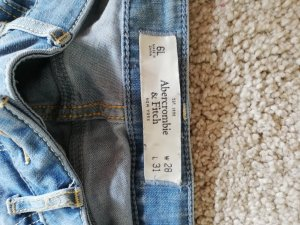 Abercrombie & Fitch Tube Jeans light blue