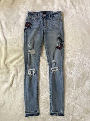 Abercrombie&Fitch Jeans mit Blumenstickerei, neu, Größe 25