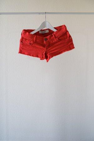 ABERCROMBIE & FITCH – Kurze Short in rot– Größe 25