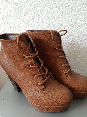Absatz Boots in Cognac