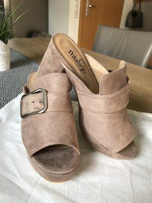 Sandalo con tacco color oro rosa