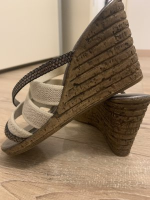 Sandalias con tacón color bronce-beige claro