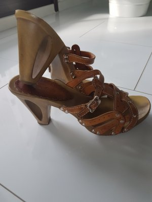 Graceland Platform High-Heeled Sandal brown
