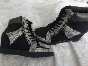 Absatz Sneaker mit Schlangen Design in Gr 39