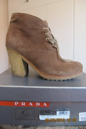 Prada Bottines à lacets marron clair daim
