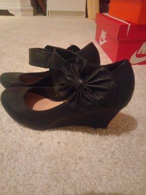 Sandalo con cinturino e tacco alto nero