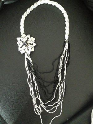 Accessoires Schmuck Halskette Collier Weiß Schwarz
