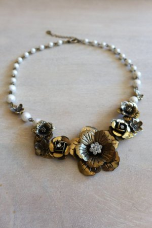 Accessorize Kette Statement Blumen Blüten Perlen gold Vintage Look