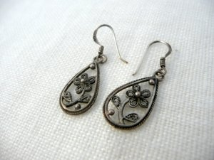Accessorize Ohrringe Blumenmuster Silber