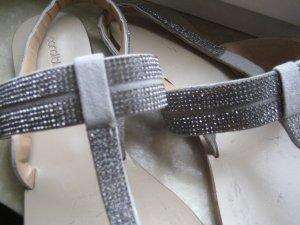 Achtung! Funkelnde Sandaletten mit Swarovski Steinen