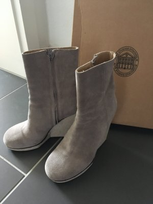 Acne Boots Hydro Sue in dust