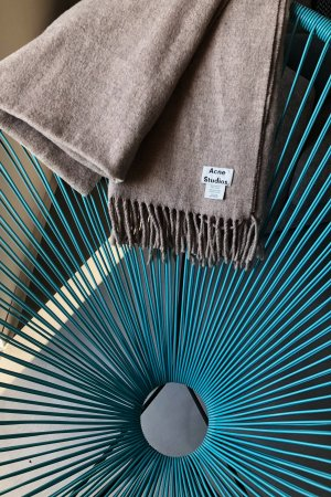 Acne Wollen sjaal room-licht beige