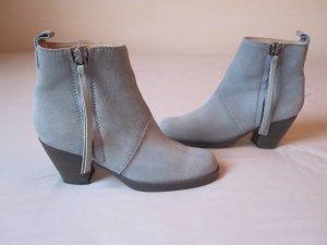 Acne Pistol Boots in hellem blau-grau in Größe 36. Ohne Makel, wie neu!