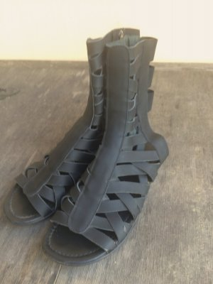 Acne Sandalen Gr.38(37) Römersandalen schwarzes Leder Mod. Hyperthermia cut out