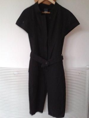 Address schwarzer Designer Anzug. Ein Designer in Berlin.
