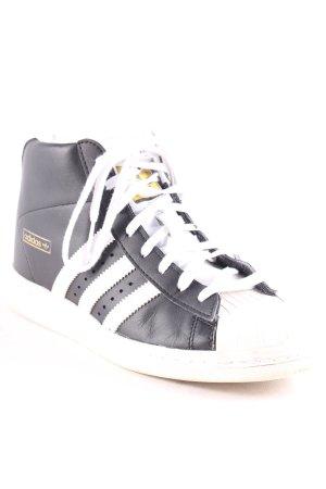 Adidas Absatz Sneaker schwarz-weiß sportlicher Stil
