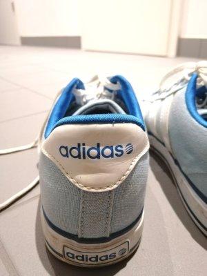 Adidas blaue Sportschuhe
