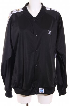 Adidas Collegejacke schwarz Motivdruck Street-Fashion-Look