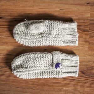 Adidas Fäustlinge Handschuhe in grau und lila aus Wolle und Fleece