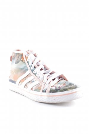 Adidas High Top Sneaker florales Muster Street-Fashion-Look