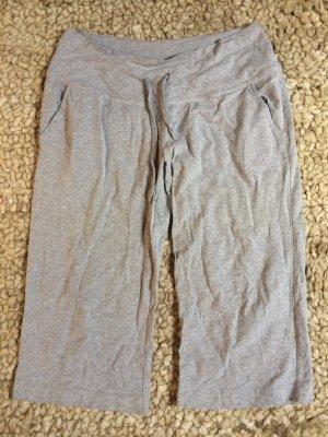 Adidas Pantalón pirata color plata