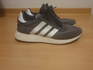 Adidas Lace-Up Sneaker grey