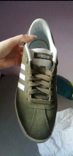 Adidas NEO Basket à lacet vert olive