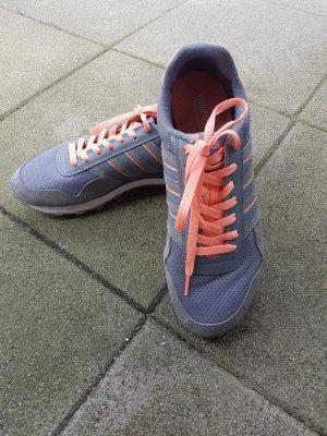 Adidas Neo mit Fussbett