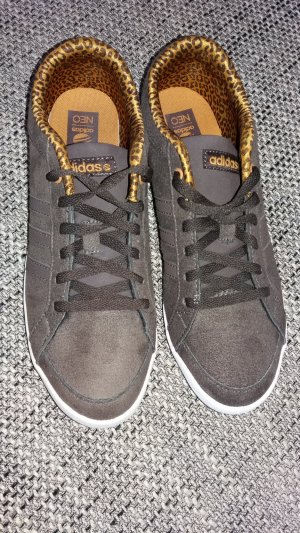 Adidas Neo Sneaker mit Leomuster