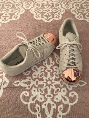 Adidas Originals Sneaker stringata color oro rosa-bianco sporco