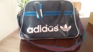 Adidas Originals Umhängetasche im Retro-Look (noch nie getragen, viel Stauraum)