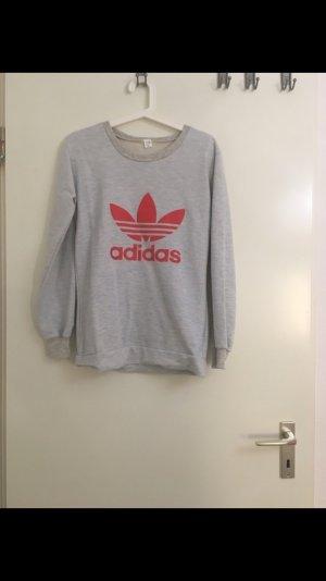 Adidas Pullover in einen hellen grau