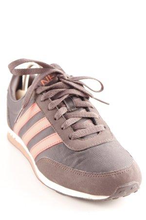 Adidas Schnürschuhe Streifenmuster sportlicher Stil