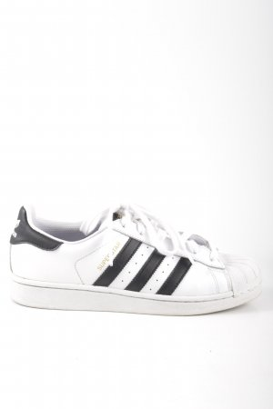 Adidas Lace-Up Sneaker white striped pattern casual look