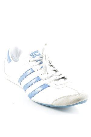 Adidas Schnürsneaker weiß-blau Streifenmuster 80ies-Stil