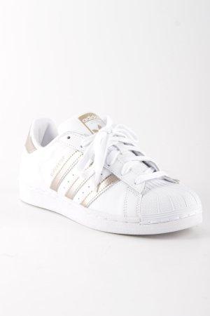 Adidas Schnürsneaker weiß-roségoldfarben Streifenmuster sportlicher Stil
