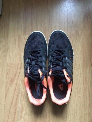 Adidas Schuhe fürs Fitnessstudio