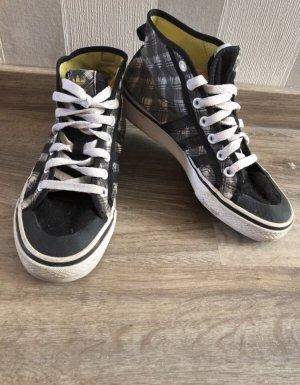 Adidas Schuhe in schwarz kariert