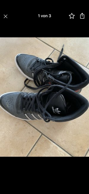 Adidas Originals Basket à lacet taupe faux cuir