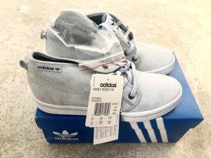 * Adidas Sneaker *