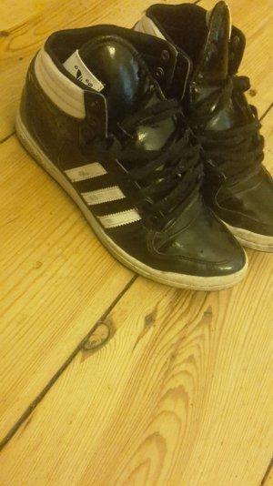 adidas sneaker......