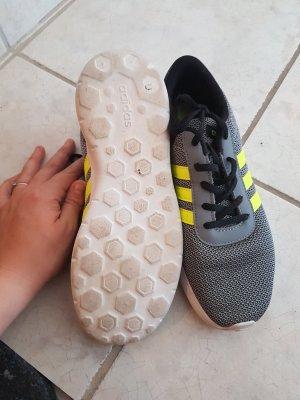 adidas sneaker grau geschnürrt