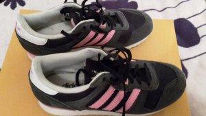 Adidas Sneaker in Blau-Rosa