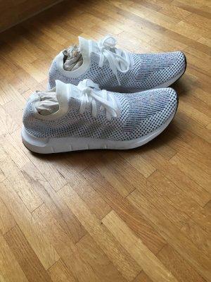 Adidas Sneaker / Laufschuh Run Swift Primeknit weiß Gr. 39 1/3